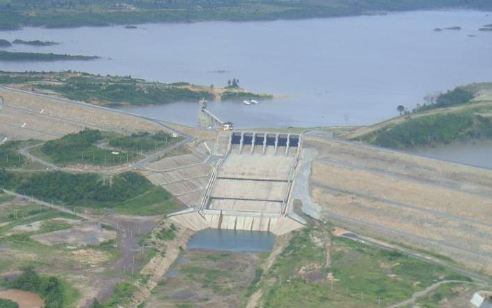 Concrete face rock fill dam